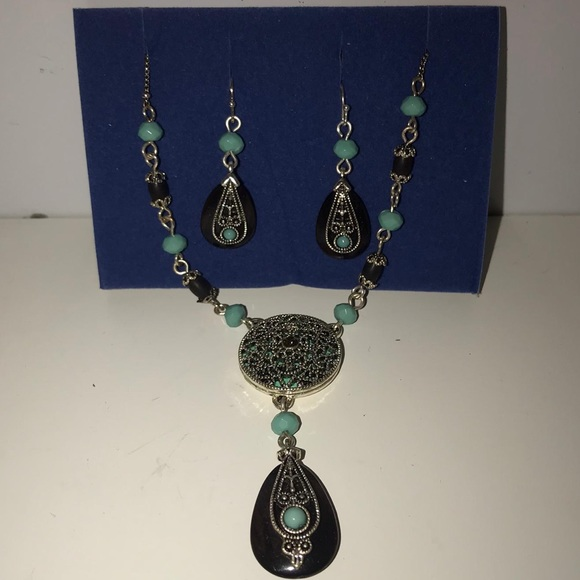 NWOT AVON Necklace and Earring Set